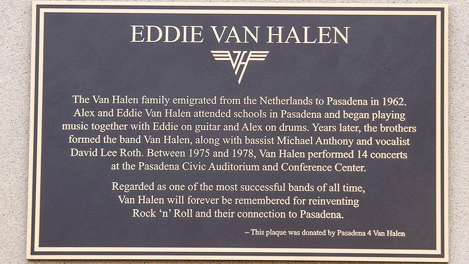 EDDIE VAN HALEN é homenageado com placa em Pasadena (EUA) - Roadie Crew